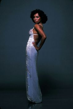 I don't think ppl talk enough about The Hollywood Royalty that is Diahann Carroll. Vintage Black Glamour, Vintage Beauty, 70s Fashion, Vintage Fashion, American Fashion, High Fashion, Diahann Carroll, Black Actresses, 50s Actresses