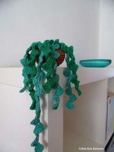 Hangplantje haken. Gratis heel leuk patroontje!!! Knitted Flower Pattern, Crochet Mandala Pattern, Knitted Flowers, Freeform Crochet, Crochet Patterns, Crochet Pot Leaf, Crochet Cactus, Crochet Home, Diy Crochet