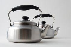 Beautiful kettles @ www.soriyanagi.com...love!