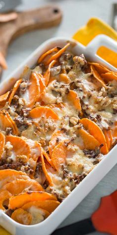Sweet potato mince bake-Süßkartoffel-Hackfleisch-Auflauf Incredibly versatile and special in taste. The sweet potato is a highlight for many recipes. Get inspired and try the great sweet potato mince bake. Healthy Food Recipes, Lunch Recipes, Healthy Dinner Recipes, Beef Recipes, Cooking Recipes, Shrimp Recipes, Gout Recipes, Beef Tips, Healthy Lunches