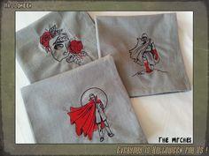 Lot de trois serviettes de table grises, broderies Haunted Tales II  disponible ici : http://www.coffinrock.com/coffinrock/fr/the-witches/1108-serviette-de-cuisine-haunted-tales-ii.html