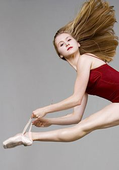 Brazilian ballerina Carla Körbes, prinicipal dancer of the Pacific Northwest Ballet. Ballerina Dancing, Dance Ballet, Dancing Shoes, Dance Art, Pacific Northwest Ballet, Ballet Feet, Dance Dreams, Ballet Poses, Grace Beauty