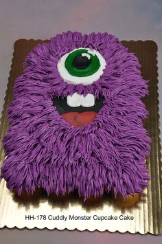 funny one eye purple monster cupcake cake for 2015 Halloween - So creepy, 2015 Halloween eyeball cupcakes for you to diy by MInioner Halloween Cupcakes, Bolo Halloween, Pasteles Halloween, Fete Halloween, Halloween Foods, Halloween 2014, Monster Party, Monster Cupcakes, Monster Birthday Parties