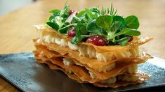 anchovy and manchego millefeuille Tapas Recipes, Cooking Recipes, Tapas Food, Savoury Dishes, Food Dishes, Quiches, Food Plating Techniques, Catering Buffet, Gourmet Appetizers