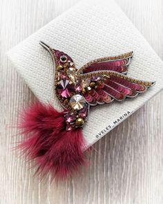 41 отметок «Нравится», 1 комментариев — ▪️Украшения▪️Броши▪️Серьги▪️ (@veles_marina_) в Instagram: «Новая птичка с хвостиком из натуральных перьев 👌🏻в модном цвете Марсала ❤️ ▪️Авторский дизайн»
