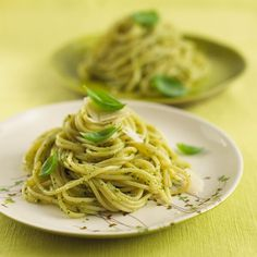 Learn how to prepare this easy Pesto Spaghetti recipe like a pro. With a total time of only 20 minutes, you'll have a delicious dinner ready before you know it. Vegetarian Recipes, Cooking Recipes, Basil Sauce, Good Food, Yummy Food, Pesto Recipe, Easy Delicious Recipes, Spaghetti Recipes, Main Dishes
