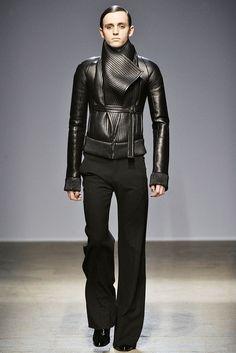 Gareth Pugh - Fall 2010 Ready-to-Wear - Look 5 of 44