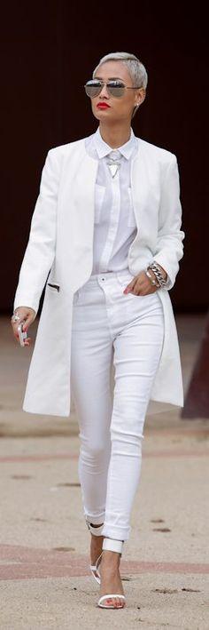 Bia Nicastro: All White pour l'hiver