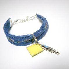 Bracelet enfant en tissu pour  fillette plume tissu bleu jeans broderie style ethnique