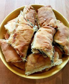 Η σπανακόπιτα της γιαγιάς μου!! Υλικά: Για το φύλλο: 1 κιλό περίπου αλεύρι γοχ 1/2 ποτήρι κρασιού λάδι και έξτρα λάδι για τα φύλλα 1 1/2 ...