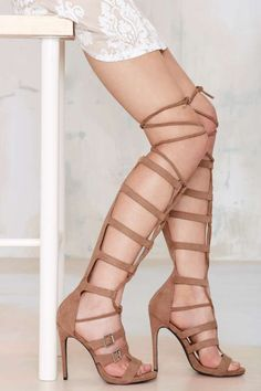 Nasty Gal Lace Me Up Knee-High Heel - Shoes | Open Toe | Heels | Gladiators | Shoes | All | Ménage au Mirage | Extra TV- Gladiators