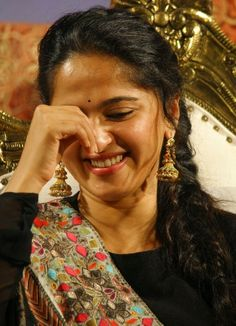 Tollywood Golden Queen Anushka Shetty Face Close up Smiling Stills In Black Dress Dance Photos, Show Photos, Cute Photos, Anushka Latest Photos, Anushka Photos, Hot Actresses, Indian Actresses, Anushka Wallpapers, Without Dress