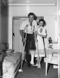 Old Hollywood Movies, Golden Age Of Hollywood, Vintage Hollywood, Hollywood Pictures, John Wayne Quotes, Broken Foot, Errol Flynn, Old Movies, Classic Movies