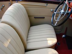 Odrestaurowanie, renowacja, rekonstrukcja, restauracja tapicerki w zabytkowym Mercedesie - Upholstery restoration, renovation in historic Mercedes-Benz