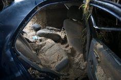 L'interior del cotxe que es va emportar la riada i va causar un mort.