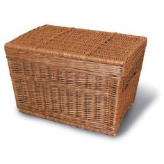 Hinged wicker basket for everything from dogs to groceries.Small measures 24 in (length) x 15 in (width) x 16 in (height). Basket tapers to 21 in x 14 in at base Rattan, Bicycle Basket, Wicker Baskets, Outdoor Decor, Home Decor, Bicycles, Weave, Natural, Wicker