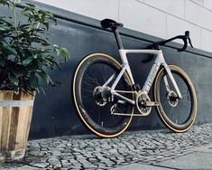 Bike Events, Cycling Events, Cycling Bikes, Specialized Road Bikes, Canyon Bike, Bike Photography, Vintage Bikes, Cool Bikes, Brompton