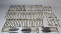 SERVICE de COUVERTS, en argent modèle Acorn de Georg JENSEN, monogrammé D. Il comprend : douze grandes fourchettes ; douze couverts à poisson ; douze couverts à entremets ; douze cuillères à glace ; douze… - Libert Damien - 09/10/2015