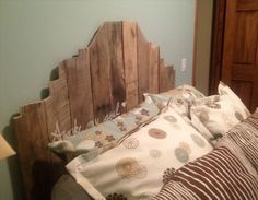 Inexpensive Pallet Headboards for Your Bed