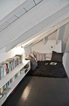 Amenagement sous comble meuble mansarde lit coin travail for Chambre 9m2 sous pente