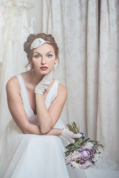 30s inspired bride http://weddingwonderland.it/2015/04/la-dalia-bianca.html