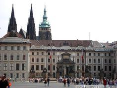 Entrada al castillo de Praga Entrada principal al castillo de Praga, con las torres de la catedral de San Vito al fondo