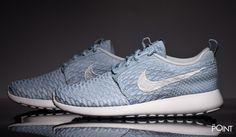 Zapatillas Nike Roshe Run Flyknit Azul Gris, ya esta aquí, en la #tiendadezapatillasonline #ThePoint la #nuevacolecciónOtoñoInvierno2015 de #Nike, esta vez presentando un nuevo colorway del modelo de #zapatillasNikeRosheRunFlyknit, esta vez en color azul celeste con detalles en gris claro, clica aquí y hazte con tu par http://www.thepoint.es/es/zapatillas-nike/1116-zapatillas-mujer-nike-roshe-run-flyknit-azul-gris.html