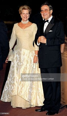 King Constantine & Queen Anne-Marie Of Greece Attend The Gala Dinner At The Ceno Palacio On The Eve Of The Wedding Of Infanta Cristina Of Spain And Inaki Urdangarin. Greek Royalty, Danish Royalty, Patras, Constantine Ii Of Greece, Olympia, Greek Royal Family, Royal Dresses, Queen Dress, Greek Wedding