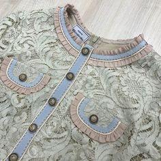 Вот такая вкусность получилась🍬🍬🍬🌸😍, просто конфетка! Или зефирка...)))😉. Платье из красивейшего гипюра, на шелковой основе, отделано репсом, с шифоновыми рюшками. Добавлен нежнейший шелковый кант с люрексом и ручные стежки из бронзовой нити. Ну и изнаночка под стать внешности))) #качественный_пошив #обработка_швов_люкс #индивидуальный_пошив #ателье_севастополь #профессия_крутой_портной #Ручная_работа #шьюбрендовыевещи #вышивкасвоимируками #ручнаяработа #кружева #закройщик_портной… Chanel Couture, Couture Fashion, Couture Details, Fashion Details, Fashion Silhouette, Cute Outfits For School, Sewing Lessons, Couture Sewing, Linens And Lace