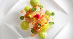 Saisie au beurre de langoustine, bouillon léger à la pomme verte, feuille de cannelier, anis vert et céleri branche -  Création : chef Anne sophie Pic