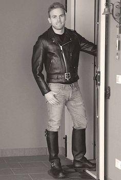 Leather Jeans, Leather Cap, Leather Boots, Leather Jackets, Black Leather, Hommes Sexy, Leather Fashion, Men's Fashion, Sexy Men