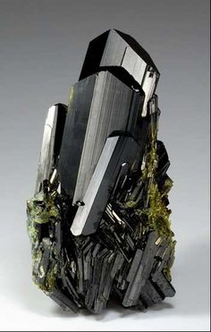 Epidote, 9.8 cm, from Knappenwand, Untersulzbachtal, Salzburg, Austria. Watzl Minerals specimen and photo.