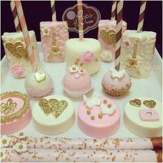 Paris u la la O.O Rice Krispies Cupcake cakes, Cake Pops, Oreo cookies Dessert Party, Party Desserts, Chocolate Covered Treats, Chocolate Dipped Oreos, Oreo Pops, Marshmallows, Mini Cakes, Cupcake Cakes, Reis Krispies