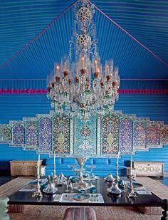 Decoração na cor AZUL-TURQUESA.