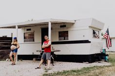 This husband and wife duo didn't go for the norm when they decided on their funny maternity photos. They concieved in a trailer and that's the theme. Pregnancy Humor, Pregnancy Photos, Funny Maternity Pictures, Usa Shirt, Kid Rock, Go Outside, Recreational Vehicles, Hilarious, Photoshoot
