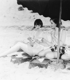 Louise Brooks and Sally Blane c. 1927 | #TempleTowels, www.templetowels.com