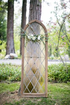 vintage window ceremony backdrop | Anna Marks Photography | Glamour & Grace