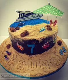Bruno y su barca Ou Yess! Tarta de bizcocho de #vainillabourbon y crema suiza de cookies forrada de ganache de chocolate negro Felices 7!!! #playa #suissebuttercream #cookies #fondant #chocolatechip #happybirthday #tartascreativas #summer #boat #besweet #sweet #sugar #cakebirthday #sugarcorner www.sugarcorner.es