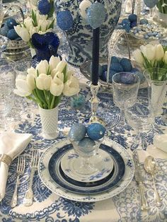 Lovely Delft blue..so many possibilities with this...change the dinnerware to red transfer ware and add ornaments for a beautiful Christmas table.