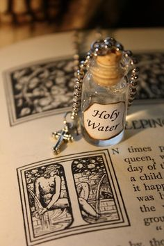 Items similar to Glass Vial Necklace - Holy Water - Vampire Necklace - Halloween Jewelry on Etsy Bottle Jewelry, Bottle Charms, Diy Jewelry, Jewelry Making, Charm Jewelry, Harry Potter Potions, Magic Bottles, Miniature Bottles, Potion Bottle