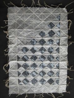 100 x 100 Paper Weavings Paper Art, Paper Crafts, Paper Weaving, Cardboard Art, Paper Snowflakes, Quilts, Paper Mache, Image, Paper