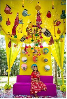23 Eye-Catching Simple Indian Wedding Décor Ideas: Magnetic and Captivating Ideas You Mustn't Ignore Simple and creative wedding décor ideas that you can implement in your wedding or any other event. Umbrella Decorations, Wedding Stage Decorations, Marriage Decoration, Kite Decoration, Wedding Mandap, Wedding Entrance, Entrance Decor, Mehendi Decor Ideas, Mehndi Decor