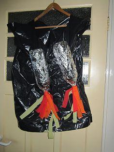 Dit heb je nodig: Een vuilniszak Twee legen flessen Aluminiumfolie Rood, oranje en geel crêpepapier Schaar en plakband  Knip een opening voor het hoofd en armsgaten in de vuilniszak. Bedek de lege flessen met aluminiumfolie en plak het goed vast met plakband. Knip wat stroken van de verschillende kleuren crêpepapier en plak ze over de doppen van de flessen. Plak de flessen aan de vuilniszak. Boys, Clothes, Kids Crafts, Space, School, Baby Boys, Outfits, Floor Space, Clothing