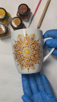 Painting Glass Jars, Glass Painting Designs, Dot Art Painting, Mandala Painting, Mandala Drawing, Ceramic Painting, Mandala Painted Rocks, Mandala Art Lesson, Hand Painted Mugs