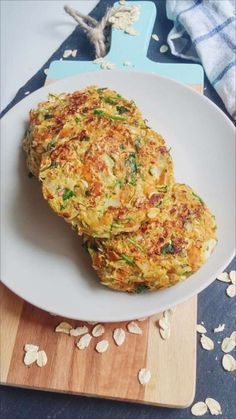 Herzhafte Zucchinipuffer Made fast, tasty and incredibly healthy: vegan zucchini buffers. Just for zwischendruch or as patty on the plant burger – be creative! Vegan Vegetarian, Vegetarian Recipes, Healthy Recipes, Salad Recipes, Easy Dinner Recipes, Easy Meals, Law Carb, Zucchini Puffer, Buffets