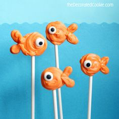 Summer food crafts for kids: How to make SEA ANIMAL CANDY POPS with store-bought candy melts, candy eyes, and lollipop sticks. Goldfish Party, Brownie Pops, Candy Pop, Lollipop Sticks, Chocolate Covered Pretzels, Under The Sea Party, Candy Melts, Animal Decor, Food Crafts