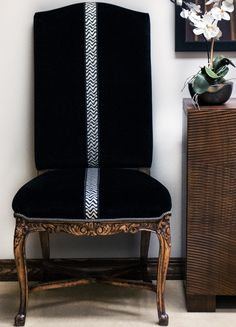 Creative Upholstery Furniture Decor Ideas – Lessons – Learning Simple and Modern Tips and Tricks: Vintage Upholstery Miss Mustard Seeds upholstery tacks frames. Grey Upholstery, Decor, Furniture Upholstery, Furniture, Interior, Upholstery Fabric, Modern Upholstery, Home Decor, Furniture Decor
