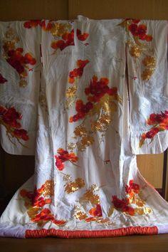 Japanese wedding uchikake, embroidered silk, vintage Japanese wedding kimono https://www.etsy.com/shop/StyledinJapan?ref=si_shop