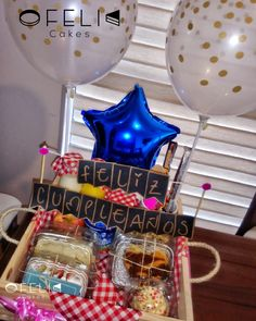 Desayunos sorpresa Magic Day, Decorated Shoes, Birthday Box, D Craft, Ideas Para Fiestas, Surprise Gifts, Boyfriend Gifts, Gift Baskets, Bff