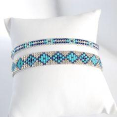 Voici ce que je viens d'ajouter dans ma boutique #etsy : Chamane - Lot de deux bracelet tissé en perles miyuki delica, couleurs bleu, argenté, turquoise
